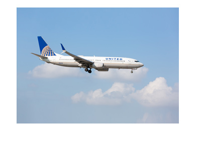 United Airways flight on its way down - Landing on a sunny day.